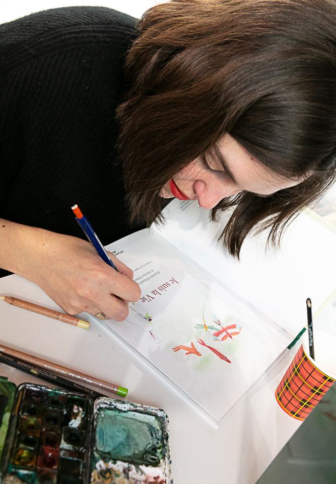 L'autrice illustratrice Marine Schneider en dédicace à la Foire du Livre 2020